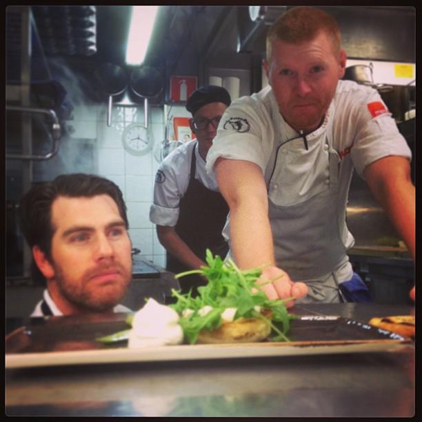 Här ser man hur passionen för matlagning bara lyser upp hela köket!