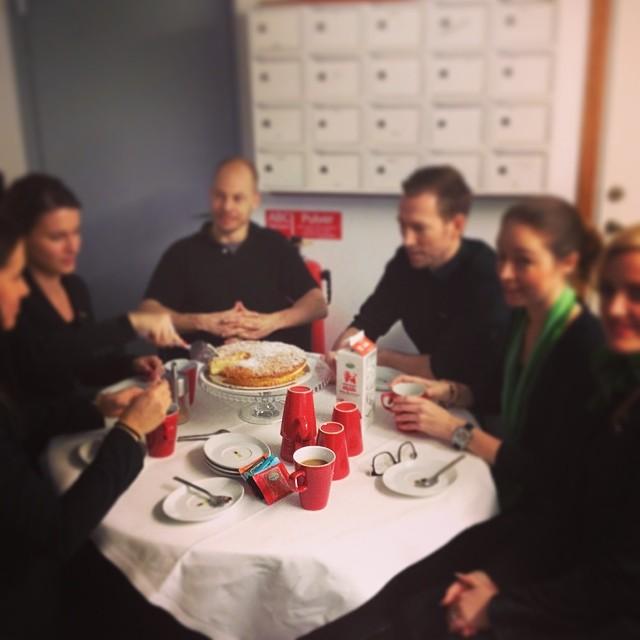 Angelica bjuder personalen på gofika. #fredagsmys @avalon_gbg #avalon_gbg