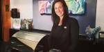 Här har vi Malin, en av våra fantastiska receptionister. Är du lika glad och trevlig som Malin har vi ett en ledig tjänst som kanske skulle passa dig.