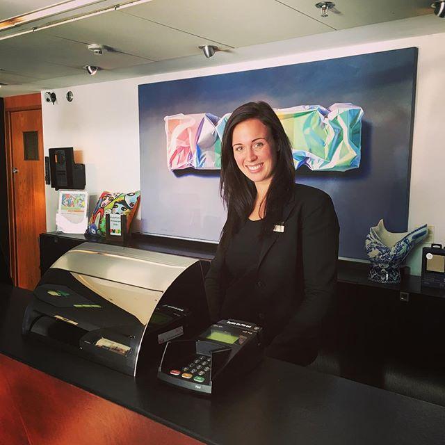Här har vi Malin, en av våra fantastiska receptionister. Är du lika glad och trevlig som Malin har vi ett en ledig tjänst som kanske skulle passa dig. Läs mer här: http://goo.gl/Dcj7Qt @avalonhotel @nordicchoice @nordichotels @design_hotels #madebyoriginals #hotelavalon #avalon #avalonhotel #göteborg #gothenburg #neveraverage #attitudeiseverything