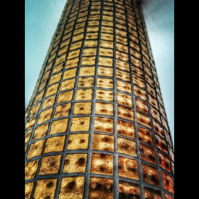 Gold! Visste ni att pelaren i vår lobby är täckt med 24k guld? Är det någon som vet vart mer på hotellet som detta urläckra kakel finns? @avalonhotel @design_hotels #avalon_gbg #designhotels #madebyoriginals #avalonhotel #göteborg #gothenburg #design #interior #hotel #avalonism #guld #24k