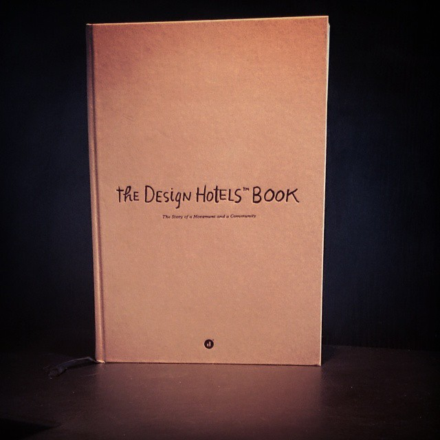 Här har ni den fina boken ni kan vinna i veckans tävling! Glöm inte att tagga @avalonhotel så att vi ser era bidrag innan söndag!  @avalonhotel @design_hotels #avalon_gbg #designhotels #madebyoriginals #hotelavalon #avalon #avalonhotel #göteborg #gothenburg #design #interior #hotel #avalonism #tävling #bokmässan2014