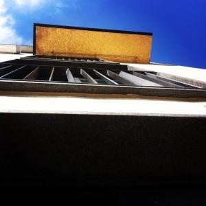 Under balkongen till svit Larmgatan så hittar ni det urläckra guldkaklet! Nästa gång ni går förbi så får ni titta upp! @avalonhotel @design_hotels