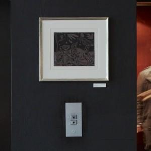"""Visste ni att vi har en äkta Picasso i vår lobby? """"Les danseurs au Hibou"""" från 1959 smyckar väggen mellan våra hissar. Som tur är den fastlimmad till väggen så det är ingen risk att ni får med den hem  @avalonhotel @design_hotels"""