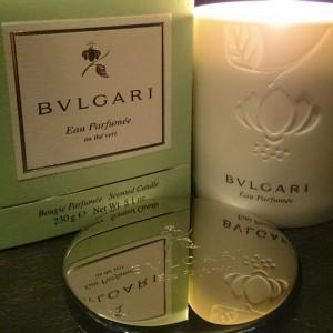 Årets julklapp? Nu har vi fått ett nytt tillskott till våran Bvlgari familj! Detta ljuvliga doftljus kommer finnas tillgängligt hos oss och går att köpa i receptionen. Ljuset kostar 395kr och är en perfekt gåva nu till jul!