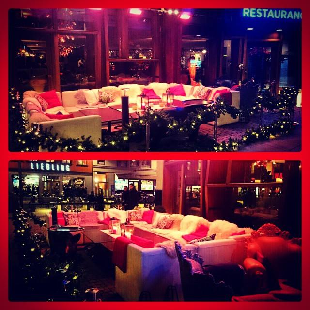 Vår mysiga jullounge har nu tagit plats utanför entrén till Avalon Restaurang! Tag plats i soffan och avnjut julens goda drycker som inhandlas i baren. Glödande infravärme och härliga plädar från #pelleP hjälper till att hålla värmen. Välkomna på julmys! @avalonhotel @design_hotels #avalon_gbg #designhotels #design #madebyoriginals #hotelavalon #avalon #jul #utelounge