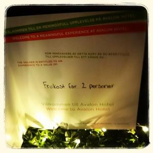 """TÄVLING! Då var det dags för lucka nummer två! Bakom denna så finner ni ett presentkort för 2 personer till våran härliga frukostbuffé! Samma tävlingsregler denna vecka! Ni måste följa oss och """"gilla"""" bilden för att vara med och tävla om denna underbara julklapp! Lycka till och hoppas alla får en trevlig andra advent  @avalonhotel @design_hotels"""