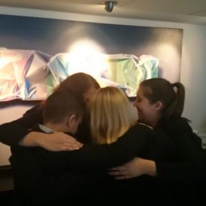 Idag är kramens dag! Detta firade vi i receptionen med en stor gruppkram! @avalonhotel @design_hotels