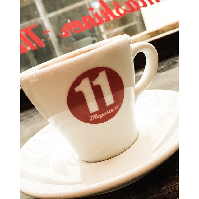 Having Pre-work coffe at the lovely Magasin 11. #avalon #avalonhotel #designhotels #coffe #coffegeek #magasin11 #barista