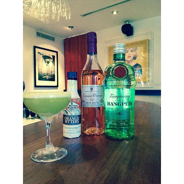 Today it's friday and we thought it would be nice to try out something new. With the inspiration from the swedish forest we've made a pine granulated sugar. This cocktail is tangy, full flavoured and sweet, with hints of the pine forest! #edmondbriottet #tanqueray #rangpur #orangebitters #curacao #pine #avalonhotel #avalon #designhotels