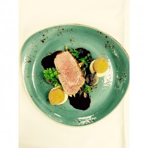 Todays meat dish is veal entrecôte with asparagus, grilled onion, truffle crouqet and veal stock.