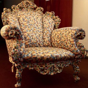 "Den maffiga stolen ""Proust"" (1978) är den mest berömda designen av den italienska designern Alessandro Mendini. Provsitt Proust på våning 4 här hos oss på Avalon. Välkomna! This impressive chair ""Proust"" (1978 ) is the most famous design by the Italian designer Alessandro Mendini. Try the Proust chair on the 4th floor here at Avalon. Welcome!"